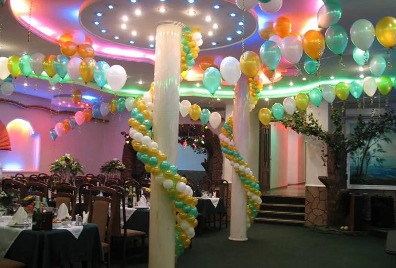Как украсить воздушными шарами зал